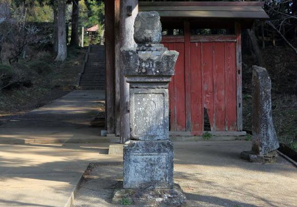 知足院(ちそくいん)阿弥陀・十仏 種子板碑